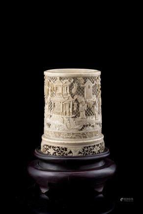 中國 十九世紀 象牙鏤雕人物花卉紋筆筒