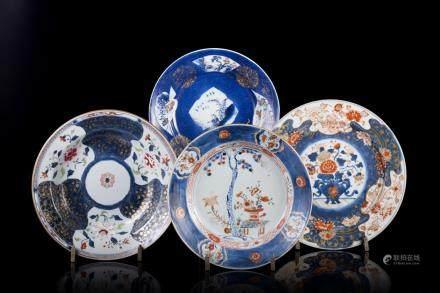 中國 十八世紀 粉彩伊萬里花卉紋瓷盤 十件