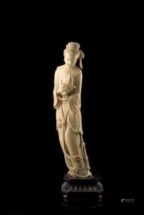 中國 二十世紀初 象牙雕仕女像