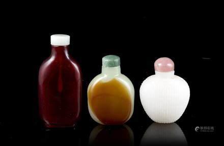 中國 二十世紀 白綠紅玻璃鼻菸壺 三件