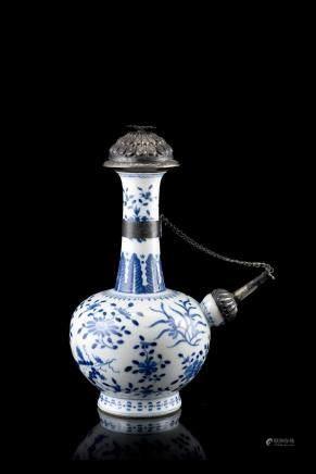 中國 十九世紀 青花花卉紋軍持