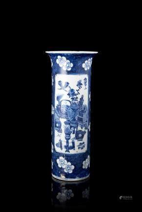 中國 十九世紀 康熙仿款 青花博古冰梅紋箭筒