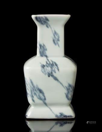 中國 二十世紀 乾隆仿款 青釉方瓶