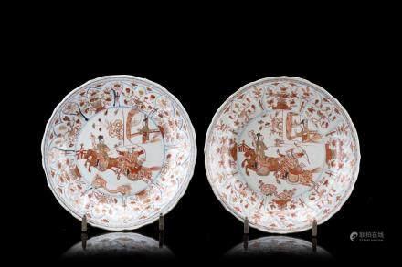 中國 十八世紀 礬紅釉描金狩獵圖盤 一對