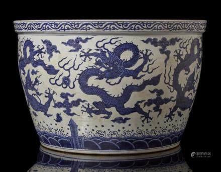 中國 十九世紀 萬曆仿款 青花龍紋魚缸