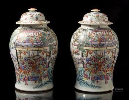 中國 十九世紀 粉彩童子圖蓋罐 一對