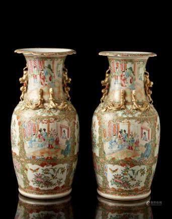 中國 十九世紀 粉彩人物圖雙獅耳瓶 一對