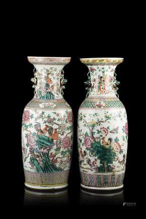 中國 十九世紀 粉彩花卉紋雙獅耳瓶 兩件