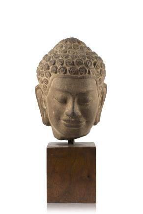柬埔寨 十世紀 石雕佛首像
