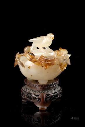 中國 十九世紀 瑪瑙雕花鳥紋香爐