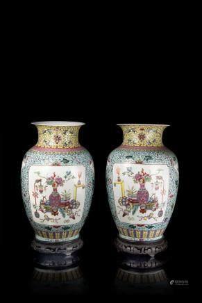 中國 二十世紀 乾隆仿款 粉彩博古紋瓷瓶 一對