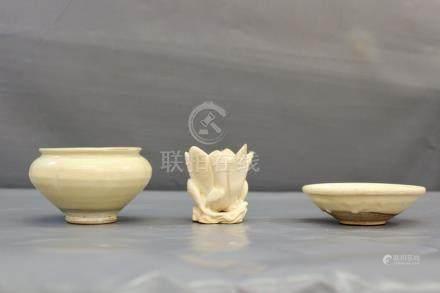 Une fleur de magnolia à glaçure - blanc crème de type Cizhou, dynastie Yuan [...]
