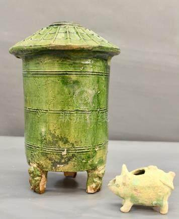 Un grenier à grains en terre - cuite à glaçure plombifère verte, dynastie Han, H [...]