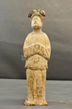Matrone en terre cuite et pigments - à froid, dynastie Tang. Restaurations au cou et [...]
