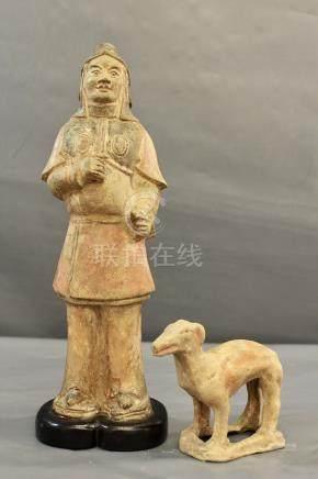 Gardien en terre cuite avec pigments - à froid, dynastie Tang. Restaurations aux [...]
