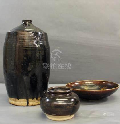 Grand vase en grès à glaçure - brun-noir, Chine, type Henan, dynastie Yuan [...]