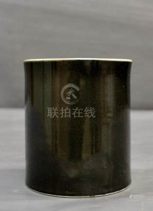 Un pot à pinceau (bitong) en - noir miroir, période Kangxi (1662-1722) (1662-1722), [...]