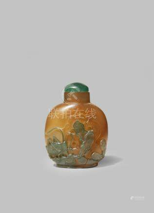 A CHINESE GLASS 'CRICKET' SNUFF BOTTLE SIMULATING AGATE
