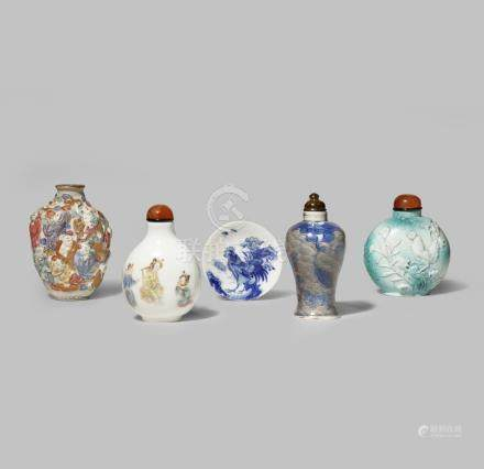 FOUR CHINESE PORCELAIN SNUFF BOTTLES AND A SNUFF TRAY