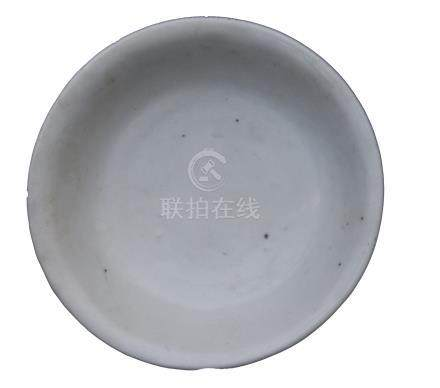 A LATE MING DYNASTY (?) WHITE-GLAZED DISH<br><br><br><br>
