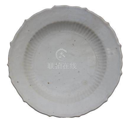 A LATE MING DYNASTY (?) FOLIATED AND RIBBED WHITE-GLAZED DISH <br><br><br><br>
