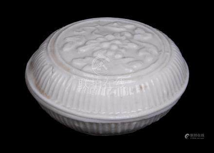 A LATE MING DYNASTY WHITE-GLAZED MOULDED ROUND BOX AND COVER <br><br><br><br>