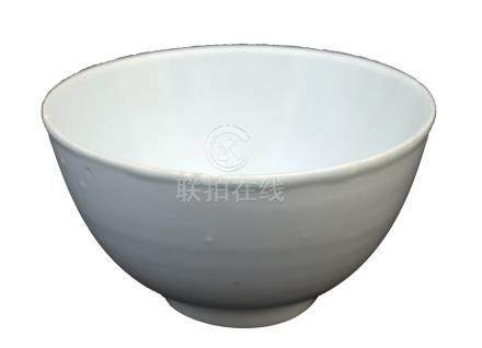 A MING DYNASTY WHITE-GLAZED BOWL<br>16th – 17th century<br><br>