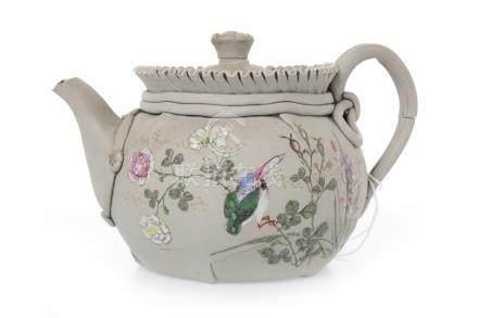 20TH CENTURY CHINESE EARTHENWARE TEA POT