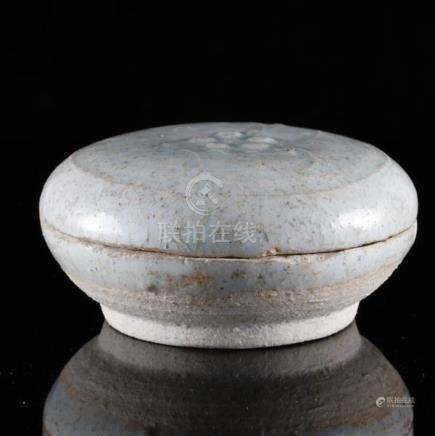 Chinese Song Dynasty Yingqing glaze porcelain round box with