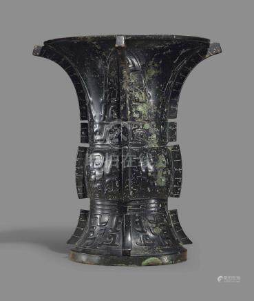A MAGNIFICENT AND IMPORTANT BRONZE RITUAL WINE VESSEL, ZUN