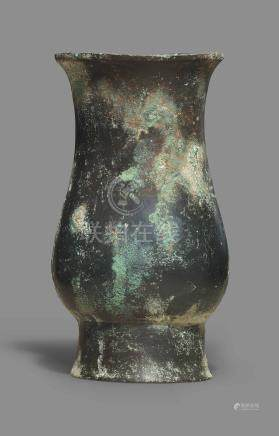 A SMALL BRONZE RITUAL WINE VESSEL, ZHI