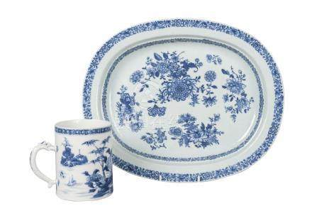 A Chinese export porcelain oval platter and mug, 18th century, the mug painted in underglaze blue
