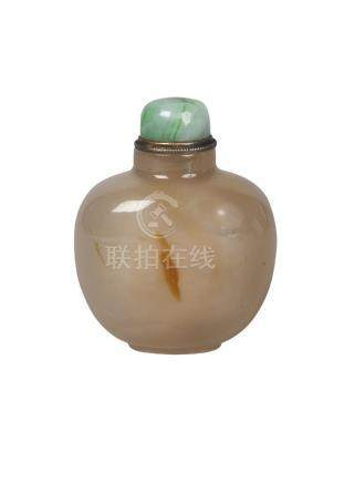 A Chinese agate snuff bottle, late 19th/early 20th century, of ovoid form, with jadeite stopper, 6cm