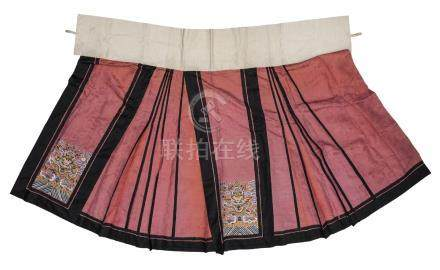 A Chinese kesi silk embroidered skirt, late Qing dynasty, decorated with roundels of phoenix on a