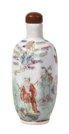 A Chinese Famille Rose porcelain octagonal snuff bottle