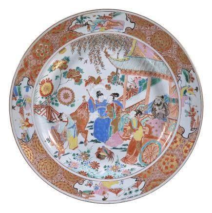 A large Chinese porcelain Rose-Verte charger, Qing Dynasty, Kangxi-Yongzheng, circa 1722
