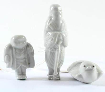 THREE JAPANESE WHITE PORCELAIN NETSUKE - Two male figures ar