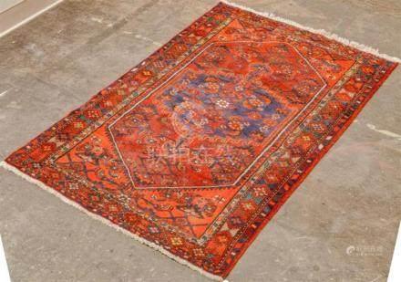 CARPET: HAND-KNOTTED PERSIAN HAMADAN - Wool on a cotton warp