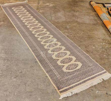 CARPET: HAND-KNOTTED BOKHARA RUNNER - Wool on a cotton warp