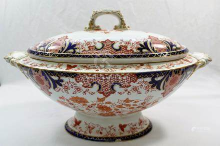 A Royal Crown Derby imari tureen, 2150 pattern lidded two handled tureen, with date mark for 1898,