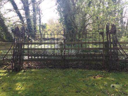 LARGE TIPPERARY LATE 18/EARLY 19TH CENTURY ENTRANCE
