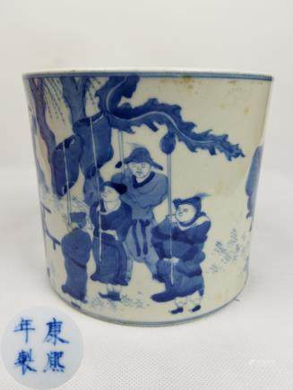 A QING BLUE AND WHITE CHARACTER PEN HOLDER