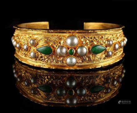A heavy Chinese yellow gold (tests 18ct) open bracelet or bangle, probably late 19th / early 20th