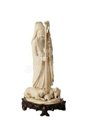 LARGE CARVED IVORY FIGURE, LATE 19TH / EARLY 20TH CENTURY
