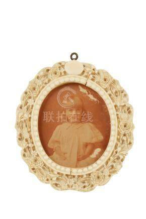 CARVED IVORY PHOTOGRAPH FRAME, 19TH CENTURY