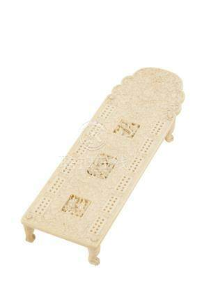 CANTON CARVED IVORY CRIBBAGE BOARD, QING DYNASTY, 19TH CENTURY