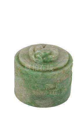SMALL JADEITE COVERED BOX, LATE QING / REPUBLIC PERIOD