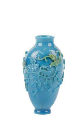 TURQUOISE PEKING GLASS VASE, QING DYNASTY, 19TH CENTURY