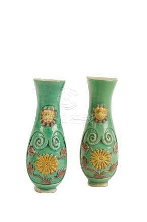 PAIR OF FAMILLE VERTE WALL VASES, QING DYNASTY, 18TH CENTURY