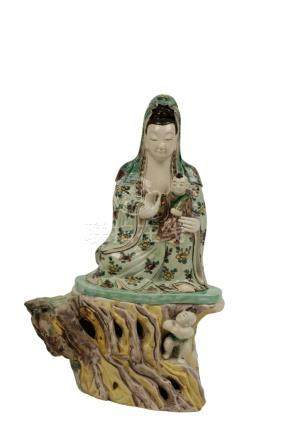 FAMILLE VERTE FIGURE OF GUANYIN, QING DYANSTY, 18TH CENTURY